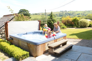 self catering holiday hot tub